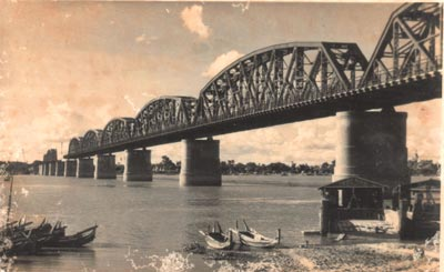 Sagaing Bridge, built 1934, partly demolished by British 1942; not rebuilt till 1954