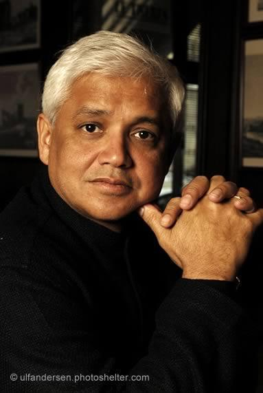 amitav ghosh the circle of reason In a first novel dense with incident and compelling characters, ghosh (an indian sociologist) spins the transcontinental adventures of alu, a silent and sensitive young man with a gigantic potato-shaped head.